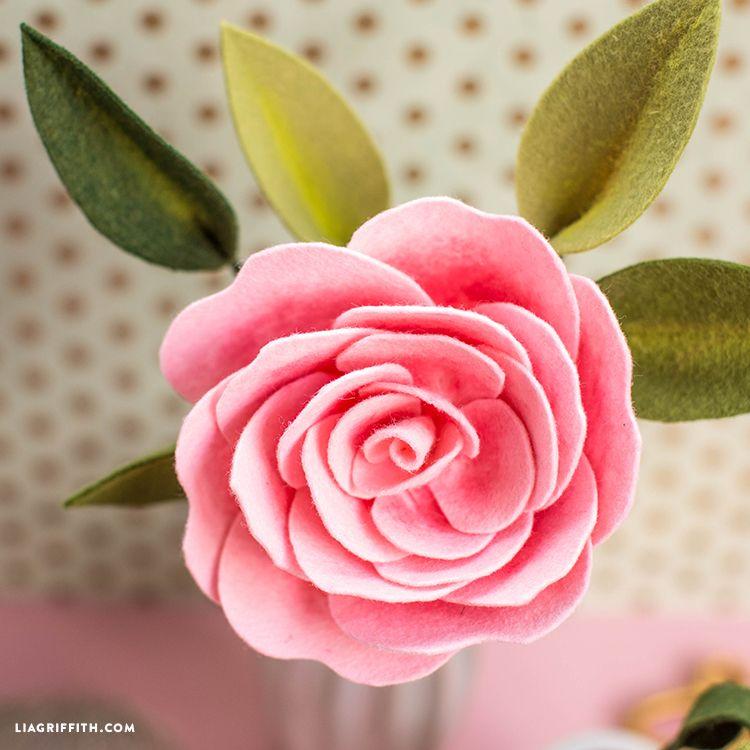Create A Camellia Diy Felt Flower With Pan Pastel Details Felt Flowers Diy Felt Flower Wreaths Felt Flowers