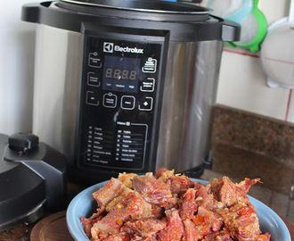 Cozido De Carne Seca Na Panela De Pressao Da Electrolux Panela