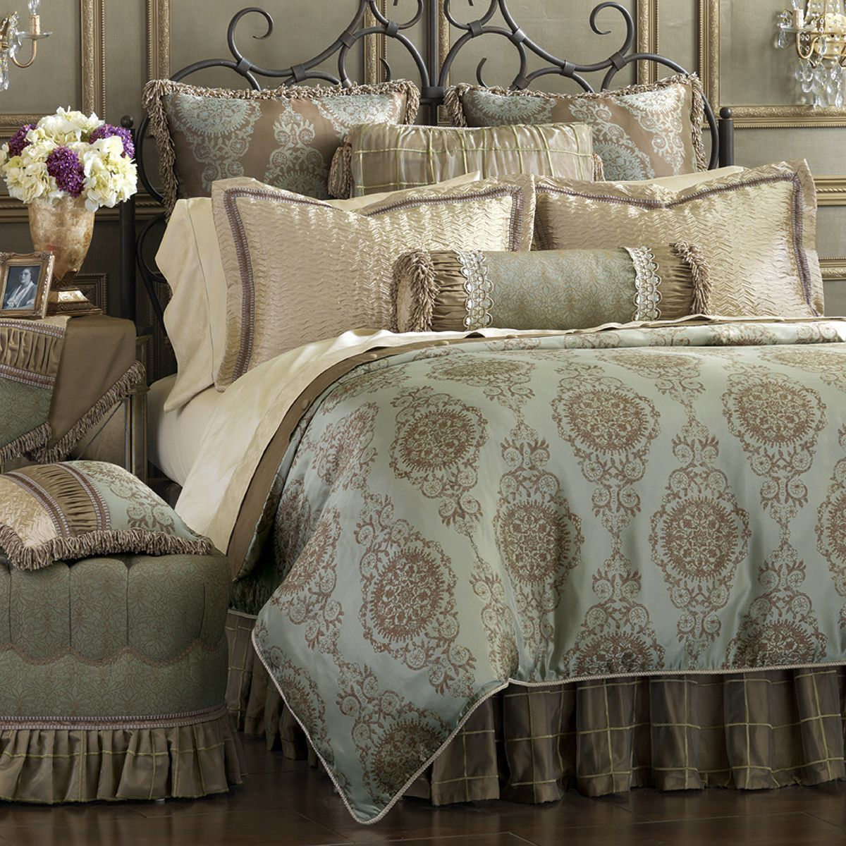 Briseyda Bedding Collection