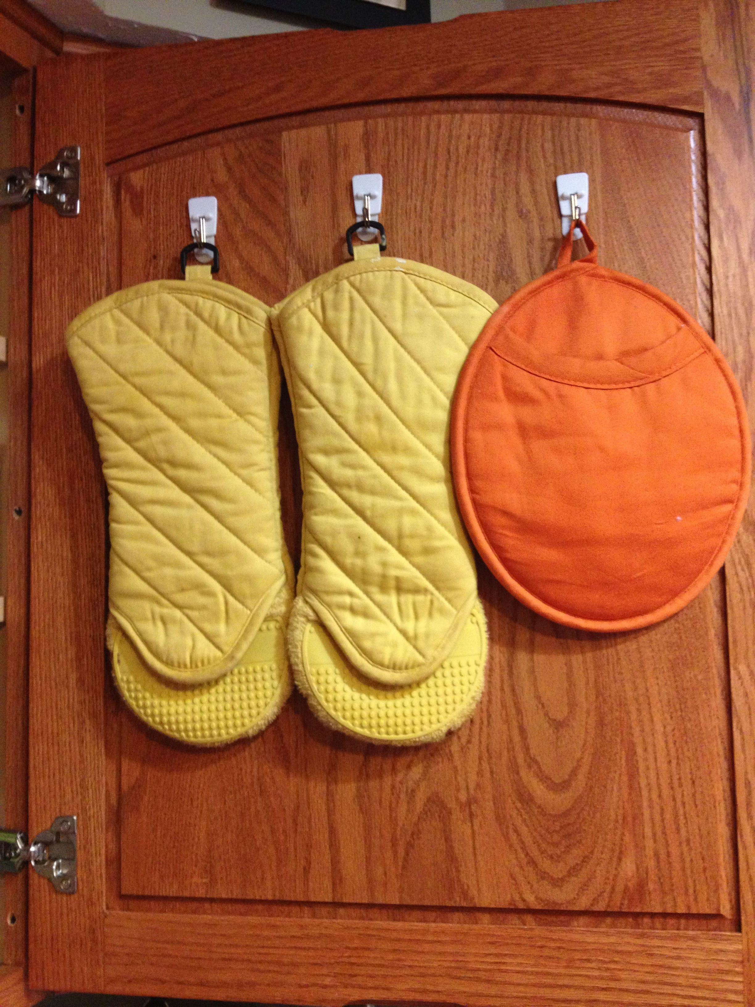 Use Command Hooks To Hang Oven Mitts Inside Your Kitchen