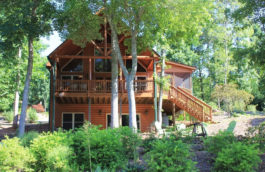 Awesome lakefront log cabin with covered dock near