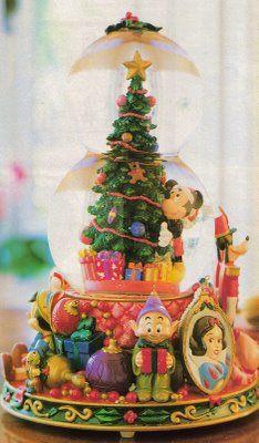 Disney Christmas Snow Globes.Disney Mickey Christmas Snow Globe Christmas Christmas