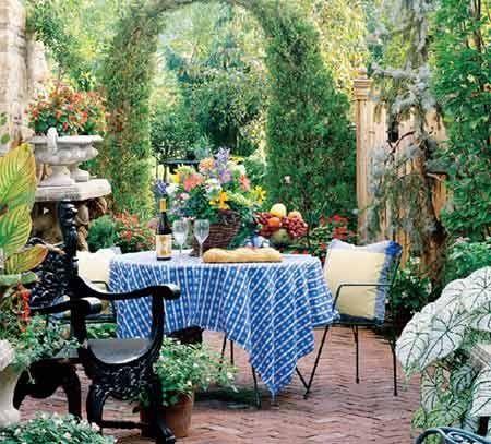 alice in wonderland garden | Alice in Wonderland-esque garden | Go ...