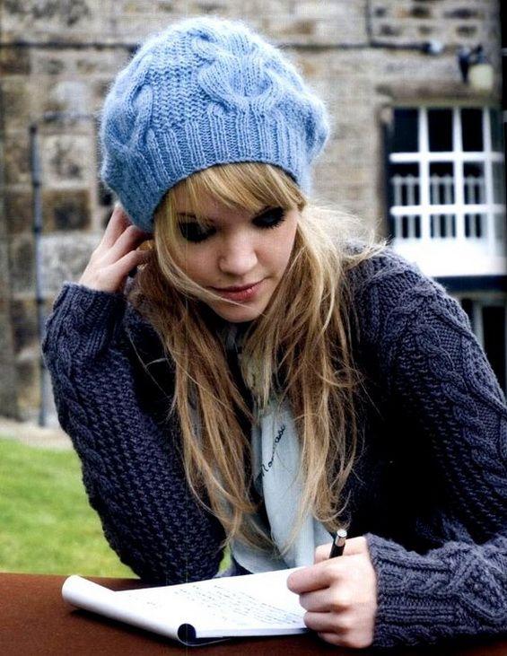 cca4d3c8e7ce Как связать стильную шапку спицами от Kim Hargreaves на осень или на ...