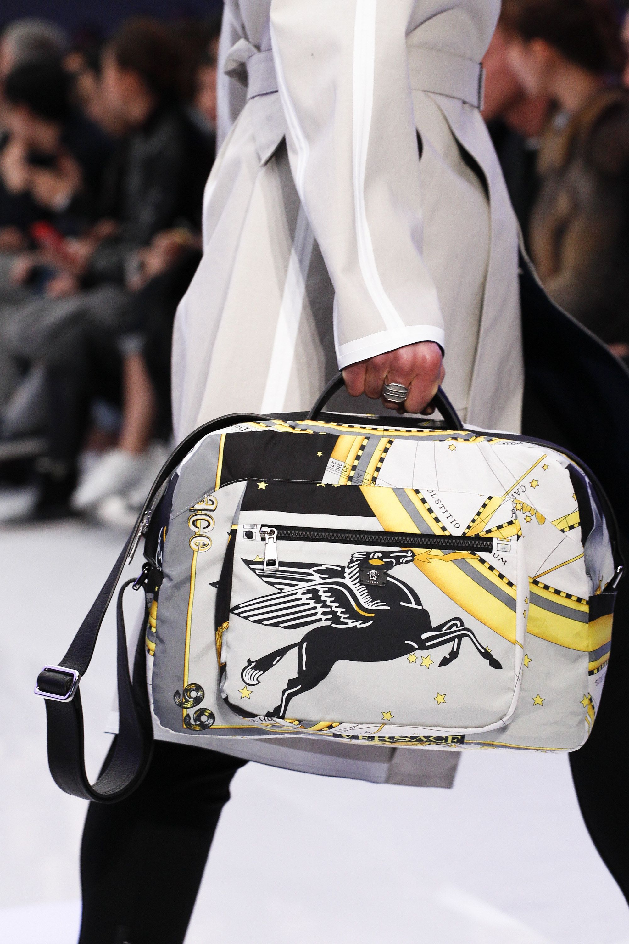 Versace Fall 2016 Menswear Fashion Show (With images