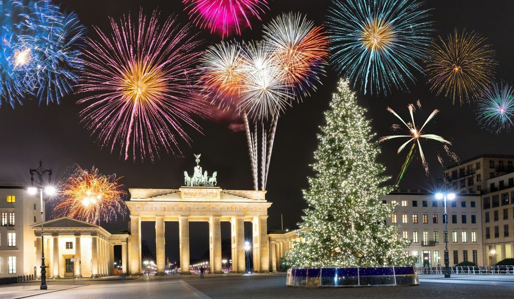 New Year S Eve At Brandenburg Gate In Berlin Silvester Am Brandenburger Tor In Berlin Christmas In Europe Fireworks Brandenburg Gate