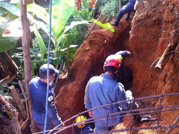 #News  Barranco cede e homem morre soterrado em Ipatinga, no Vale do Aço