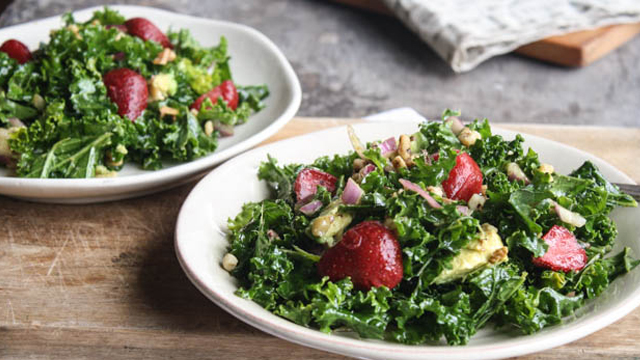 Photo of Strawberry Kale Salad + Maple-Balsamic Dressing – barre3