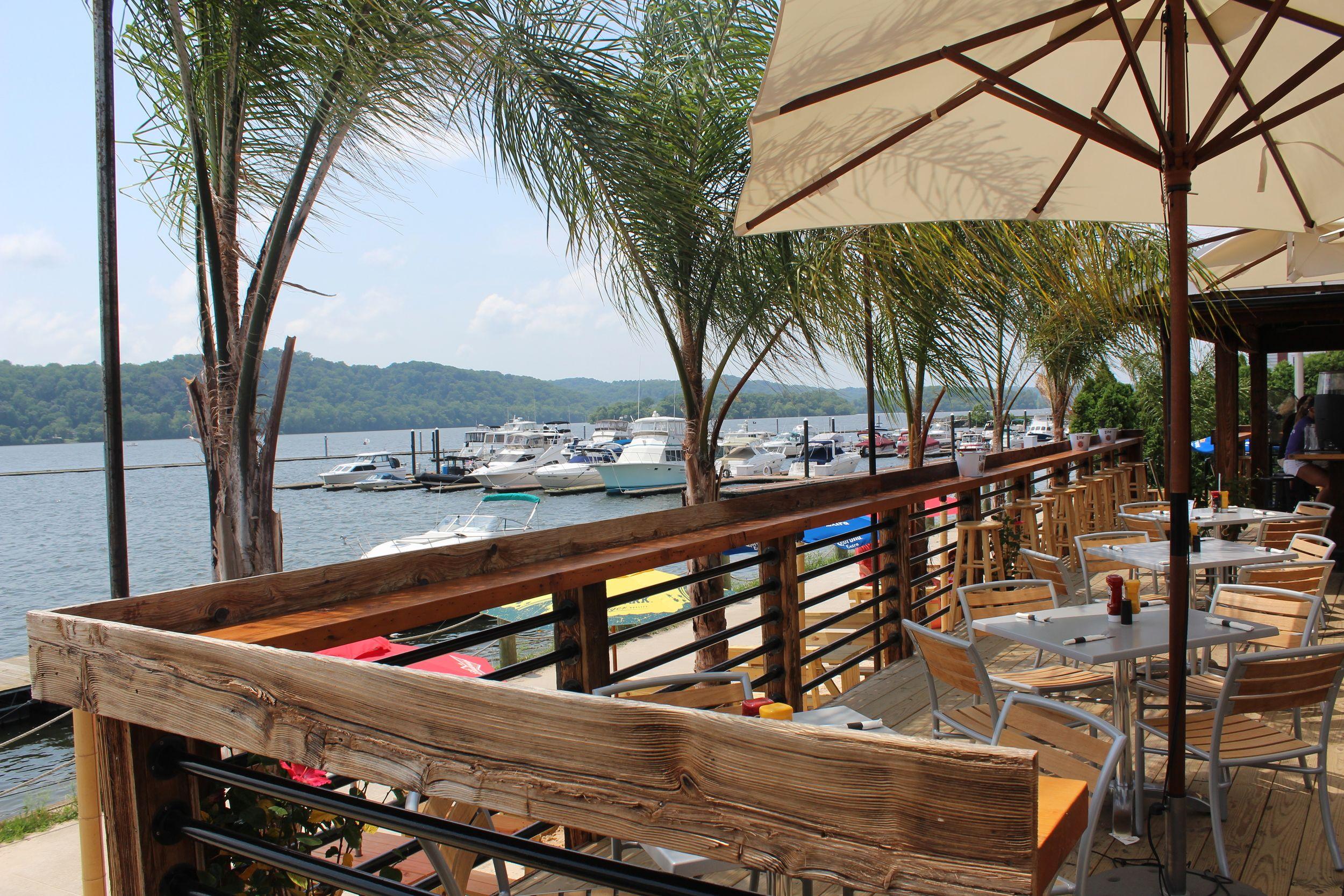 Lees landing dock bar