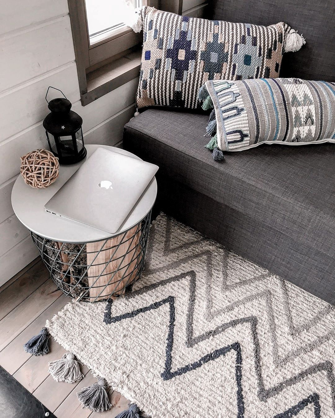 """Дизайнерский текстиль для дома on Instagram: """"❓Нужен ли дома ковер? ⠀ ✨Кто-то считает ковры пережитком прошлого, кто-то — важным элементом в пространстве. А вы что думаете? ⠀ ➡️Нам…"""""""