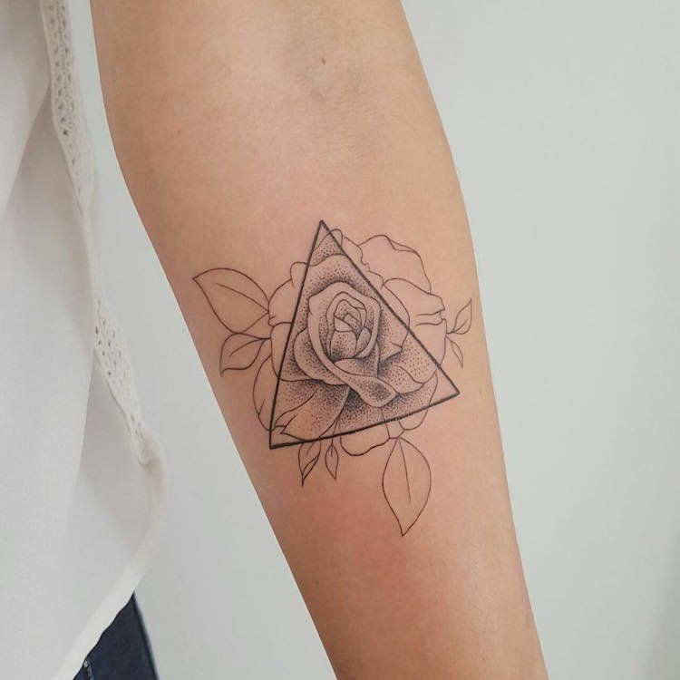 Tatouage Rose Femme Avant Bras Rose Triangle Pointillisme