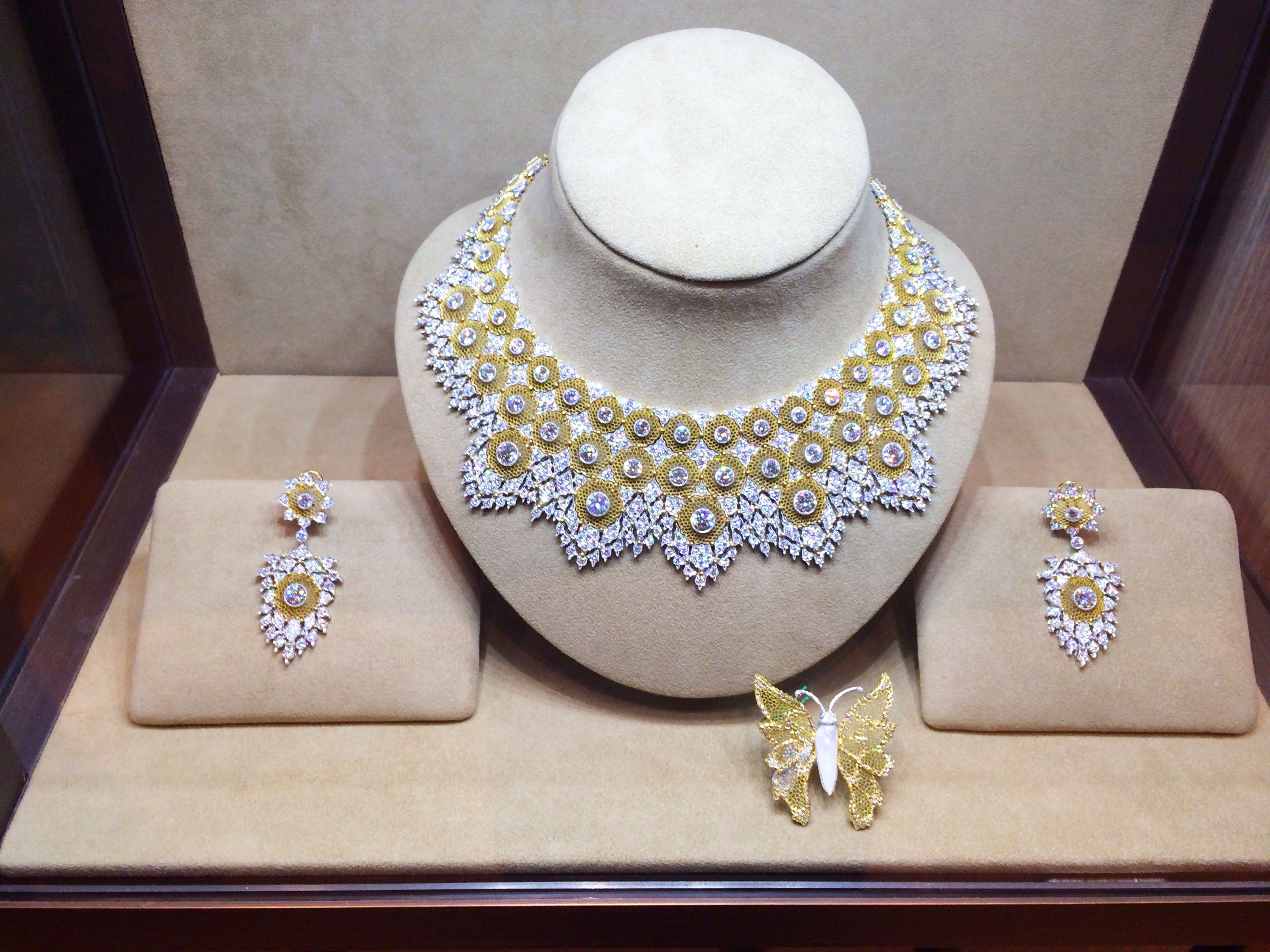 The matching Ducale suite by Buccellati Gioielli In Oro fa3d55227bcc