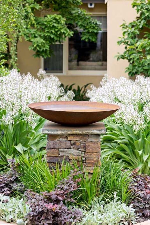40 Uncommon Bird Bath Examples Bird Bath Garden Water Features In The Garden Garden Design