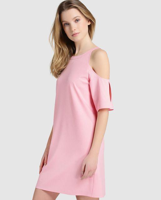Vestido corto en color rosa claro. Tiene manga corta con hombros ...