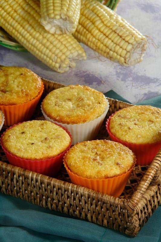 Ingredientes:- 4 ovos- 1 lata de milho- 1 xícara (chá) de leite- 2 colheres (sopa) de margarina- 2 xícaras (chá) de açúcar- 1 xícara (chá) de coco ralado...