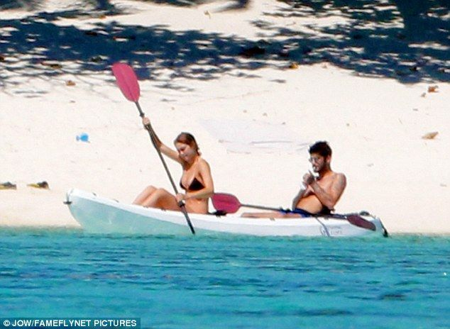 33d795485ea06 Gigi Hadid and Zayn Malik take a kayak ride for two in Tahiti ...