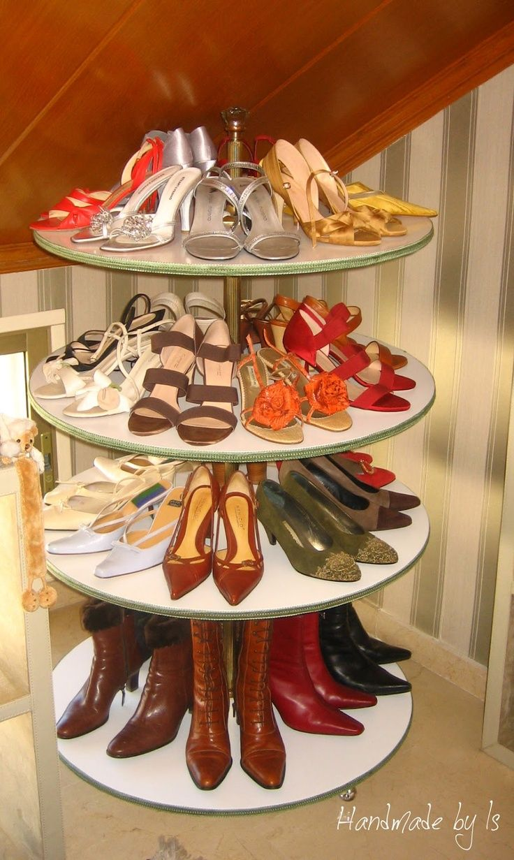 Lazy Susan Shoe Rack U003e Awesome DIY Idea! Constructed With Round Wooden  Discs, A Metal Rod And A Bit Of Ribbon.