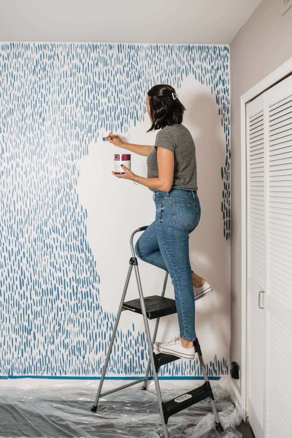 A fun DIY accent wall tutorial with a simple brushstroke. This accent wall helps to transform any wall in your home. Try it in the home office, a powder room or a nursery for a bold statement that looks like wallpaper! See the step by step tutorial to create this DIY brushstroke accent wall today #homedecor #diy #wallpaper