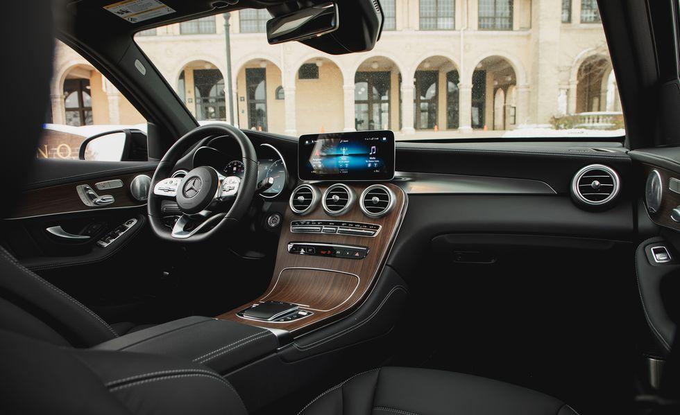 Mercedes Benz Glc300 2020 Vs Bmw X3 2019