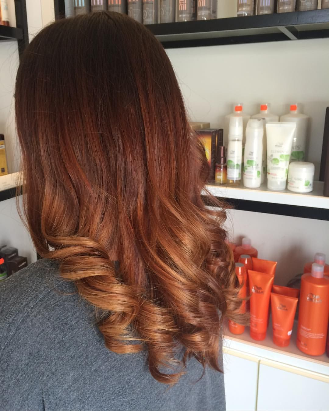 Melting copper balayage! #wellahair #wellalife #copperhair #balayage #freehandpaint @theheadroomnl Credit: stacenicks #copperbalayage