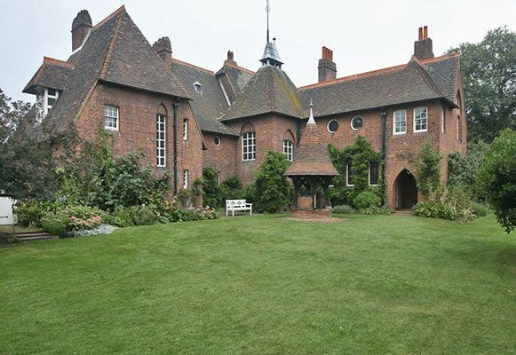 Red House 1859 60 Philip Webb And William Morris Arts And Crafts House Architecture Red House
