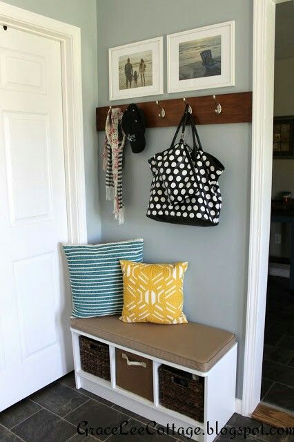 Bench With Hooks Above Bench And Wood For Hooks Are Same Length Decor Mud Room Entry Home
