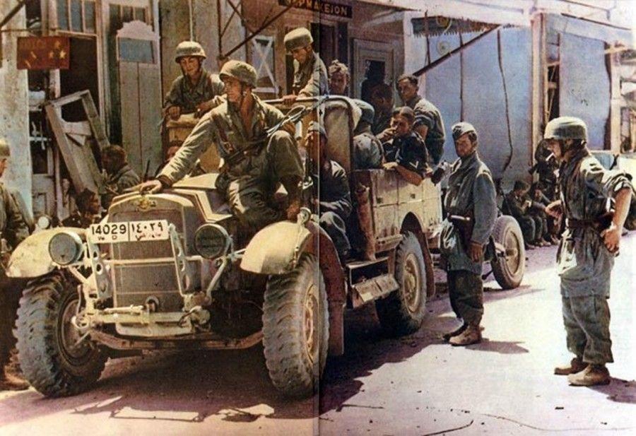 Немецкие парашютисты в трофейном британском автомобиле