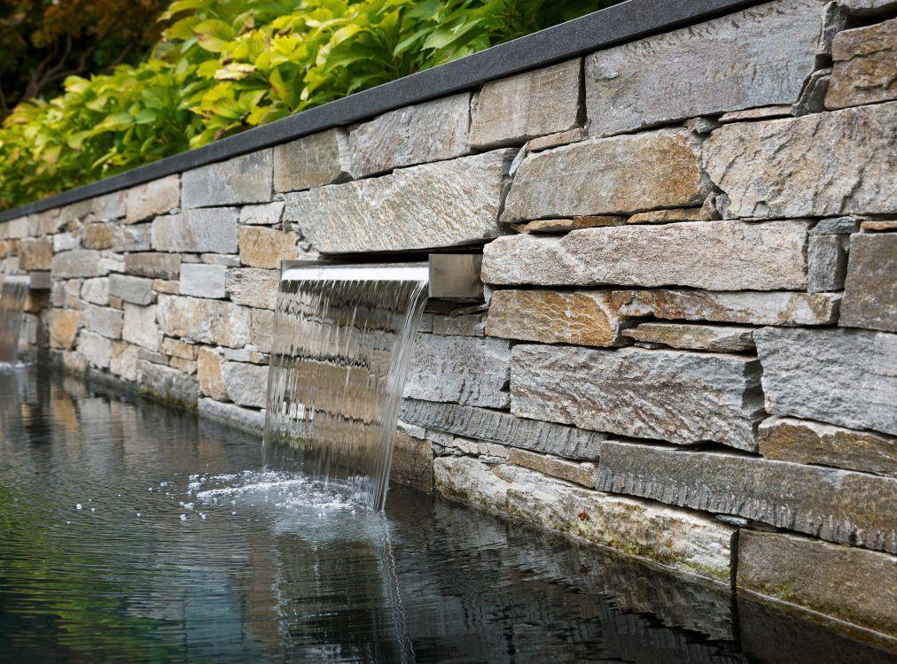 gartenpool mit natursteinmauer und wasserfall sichtschutz garten pinterest gartenpool. Black Bedroom Furniture Sets. Home Design Ideas
