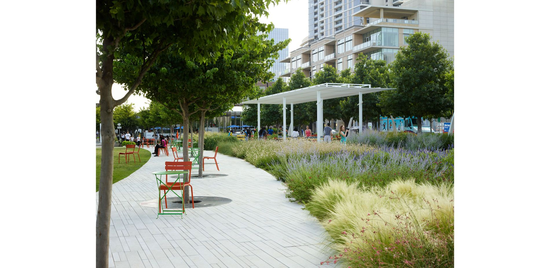 Klyde Warren Park Bridging The Gap In Downtown Dallas 2017 Asla Professional Awards Downtown Dallas Landscape Design Park