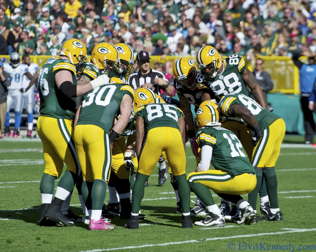Packers Huddle Green Bay Packers Detroit Lions Packers