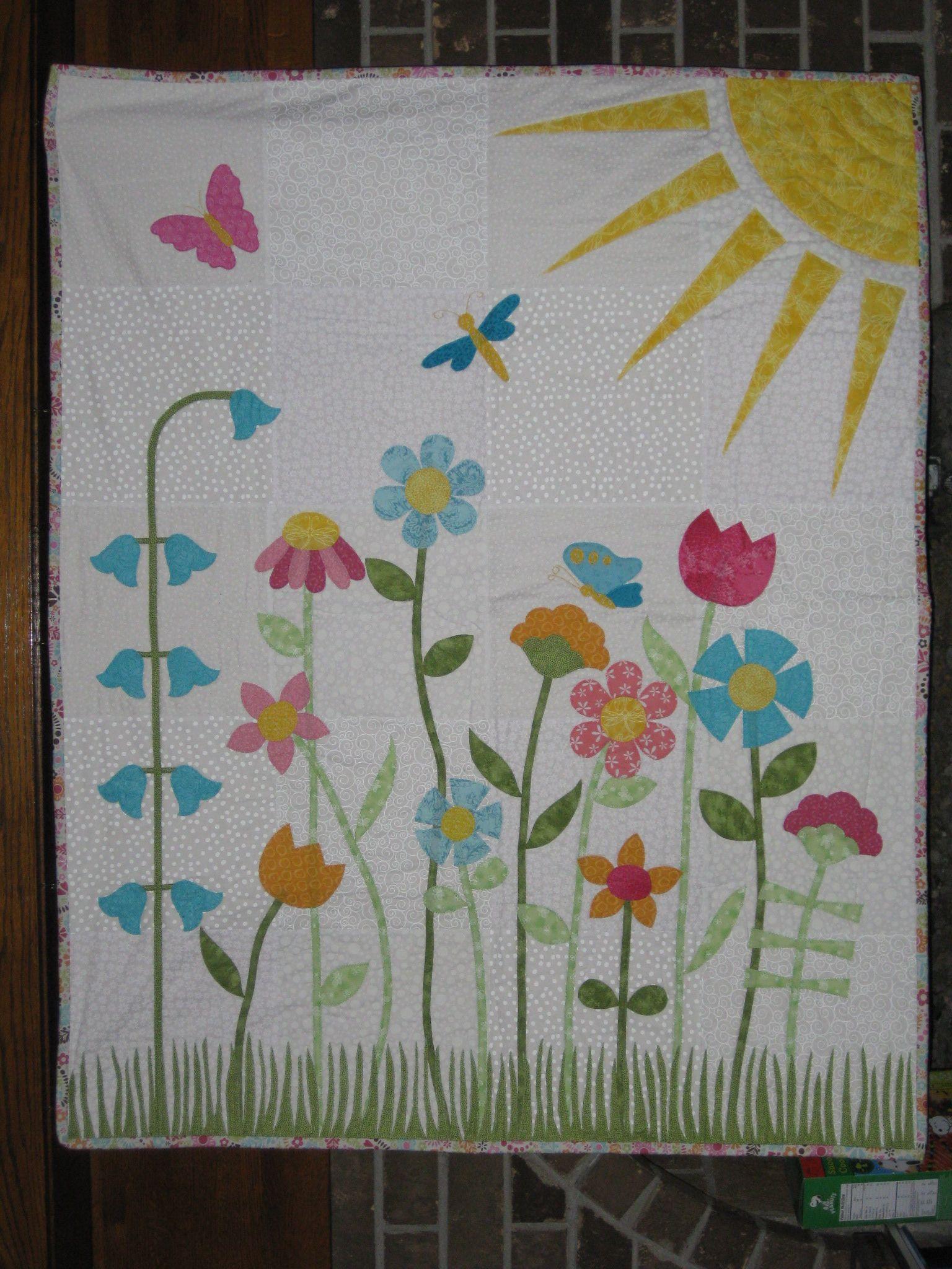 Scarlett S Applique Flower Garden Baby Quilt Baby Quilts Quilt Patterns Flower Quilts