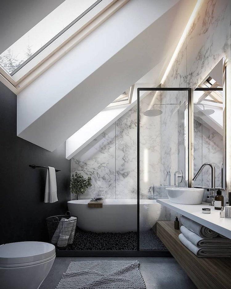 petite salle de bain moderne sous combles peinture noire papier