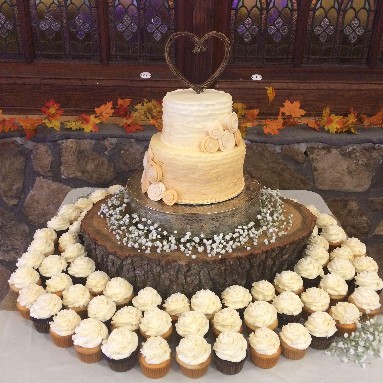 Rustic Wedding Cake / Cupcakes