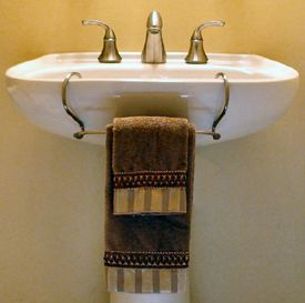Pedestal Sink Towel Bar Toweltender I Need To Remember This