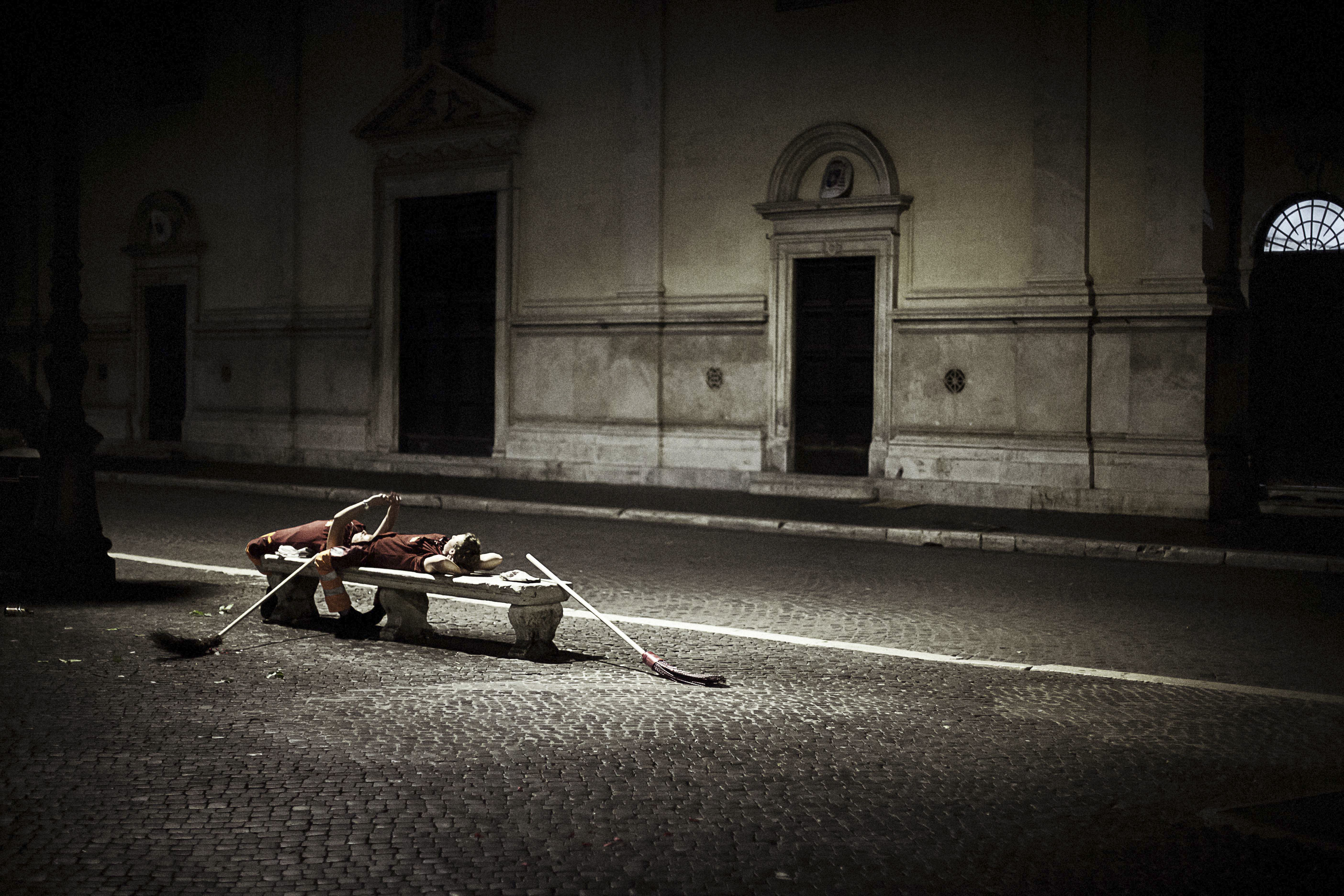 "From CBRE's Urban Photographer Of The Year contest - 24 hourly winners prizes - 04.00 AM winner Tatiana Volobueva with ""Break on piazza Navona"""