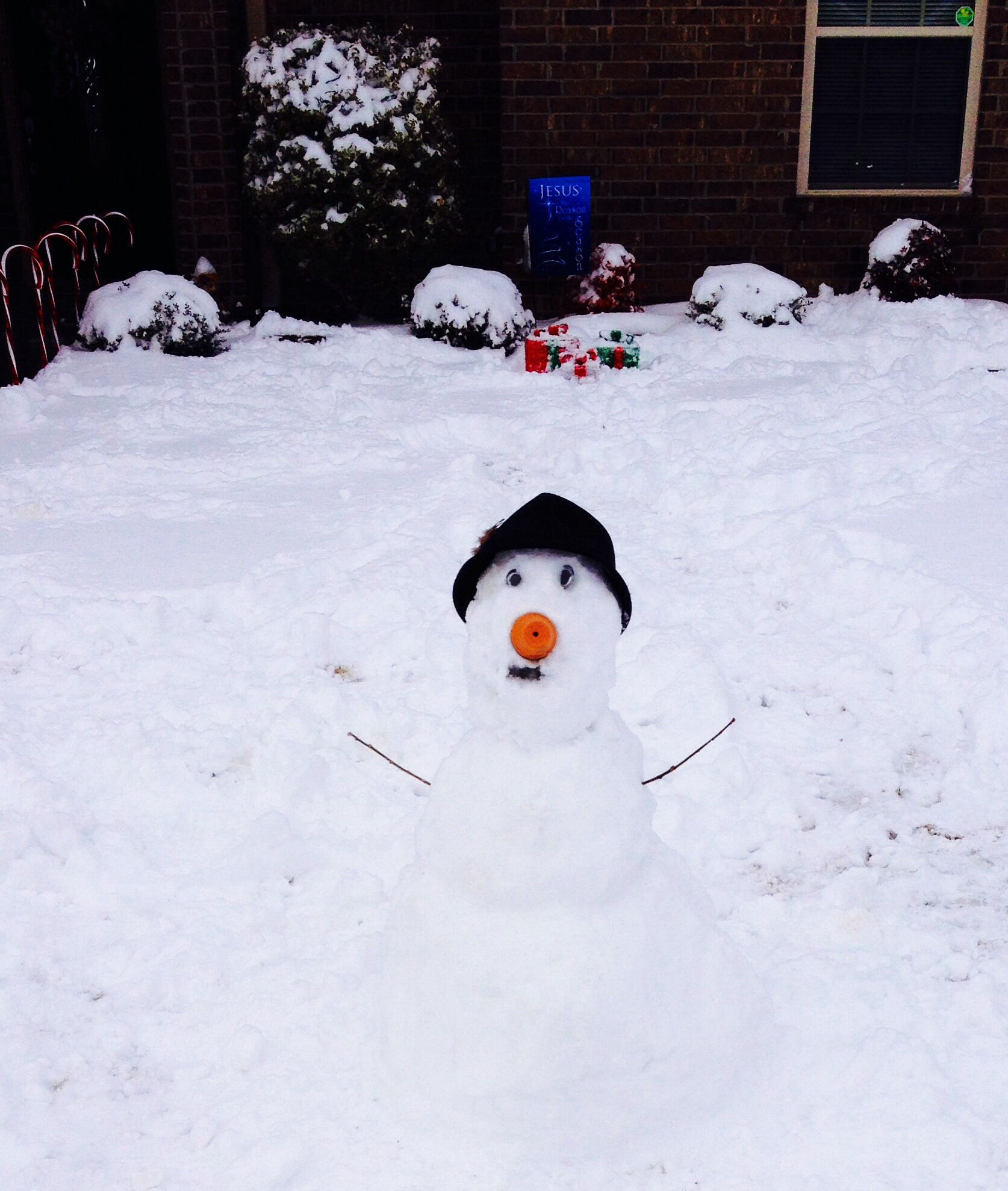 ⛄️ This is my snowman using two sticks for the arms (typical), an orange pot for the nose, two magnets for the eyes, an old hat we don't want anymore, and a spray painted mouth. LOL The snow was really hard 2 pack in together but it was possible. ⛄️