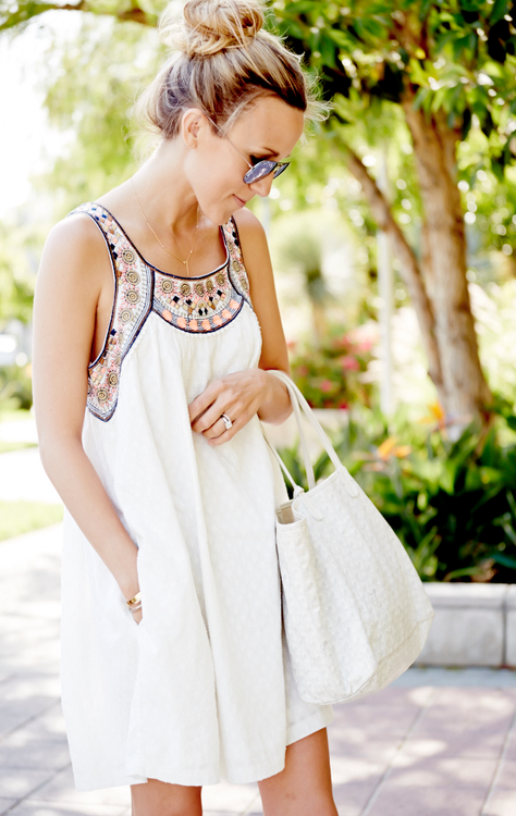 Damsel in dior nails the perfect summer look with this embellished dress. Love the dress & white.