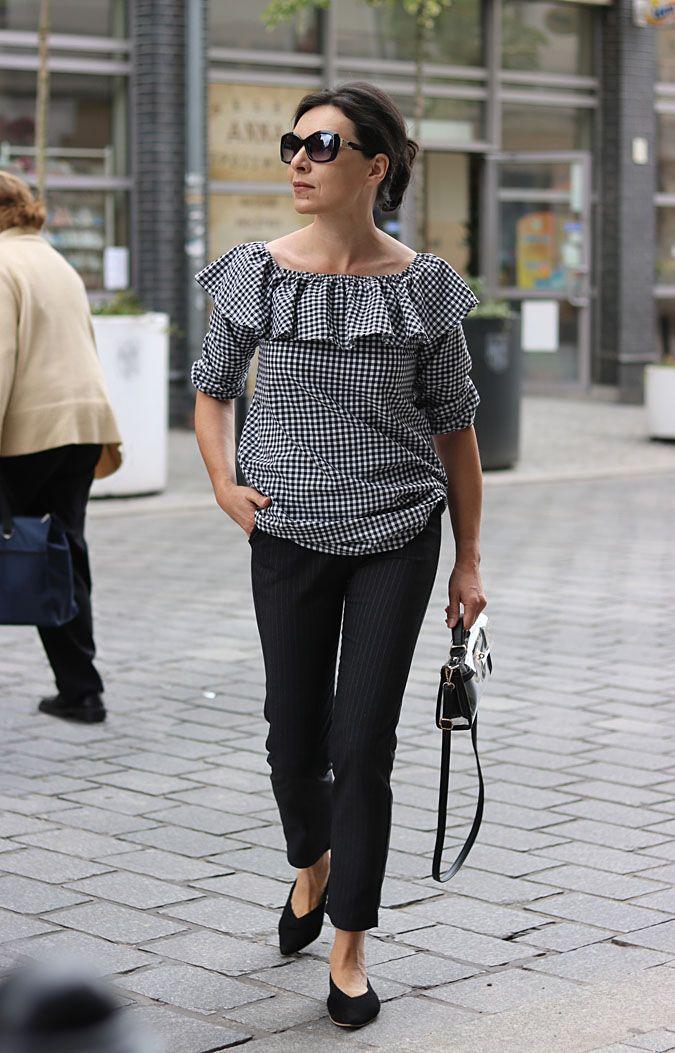 Moda Dla 40 Latki Moda Dla 40 Latki Pleatedtop Blackandwhite Summerfashion Offshoulders Plaidshirt Sunglasses Transparentbag Fashion Trendys Minimalismo