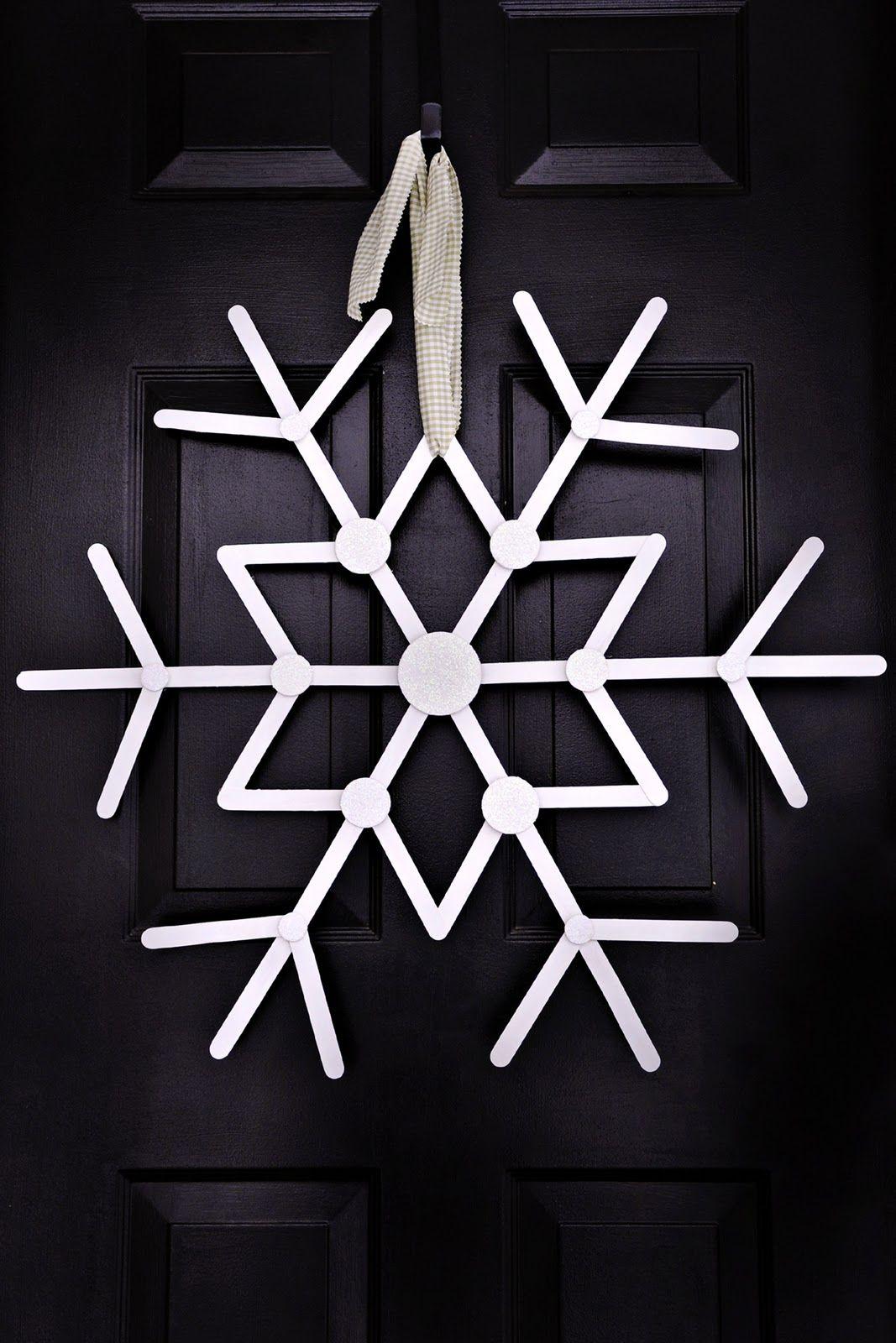 hanging craft stick snowflake f tes bricolage noel. Black Bedroom Furniture Sets. Home Design Ideas
