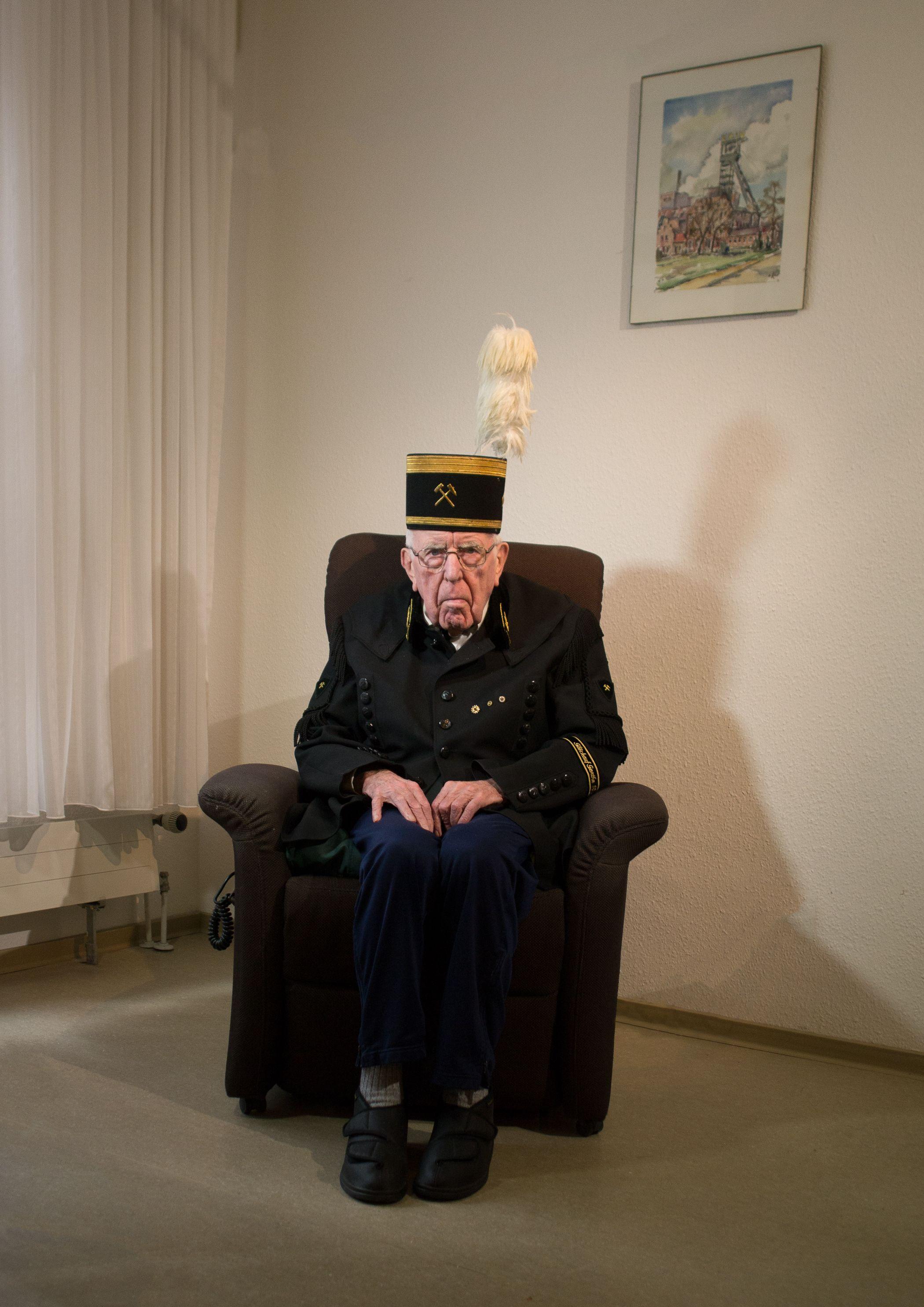 Der Bergmann Horst S. lebt  heute in einem Pflegeheim.