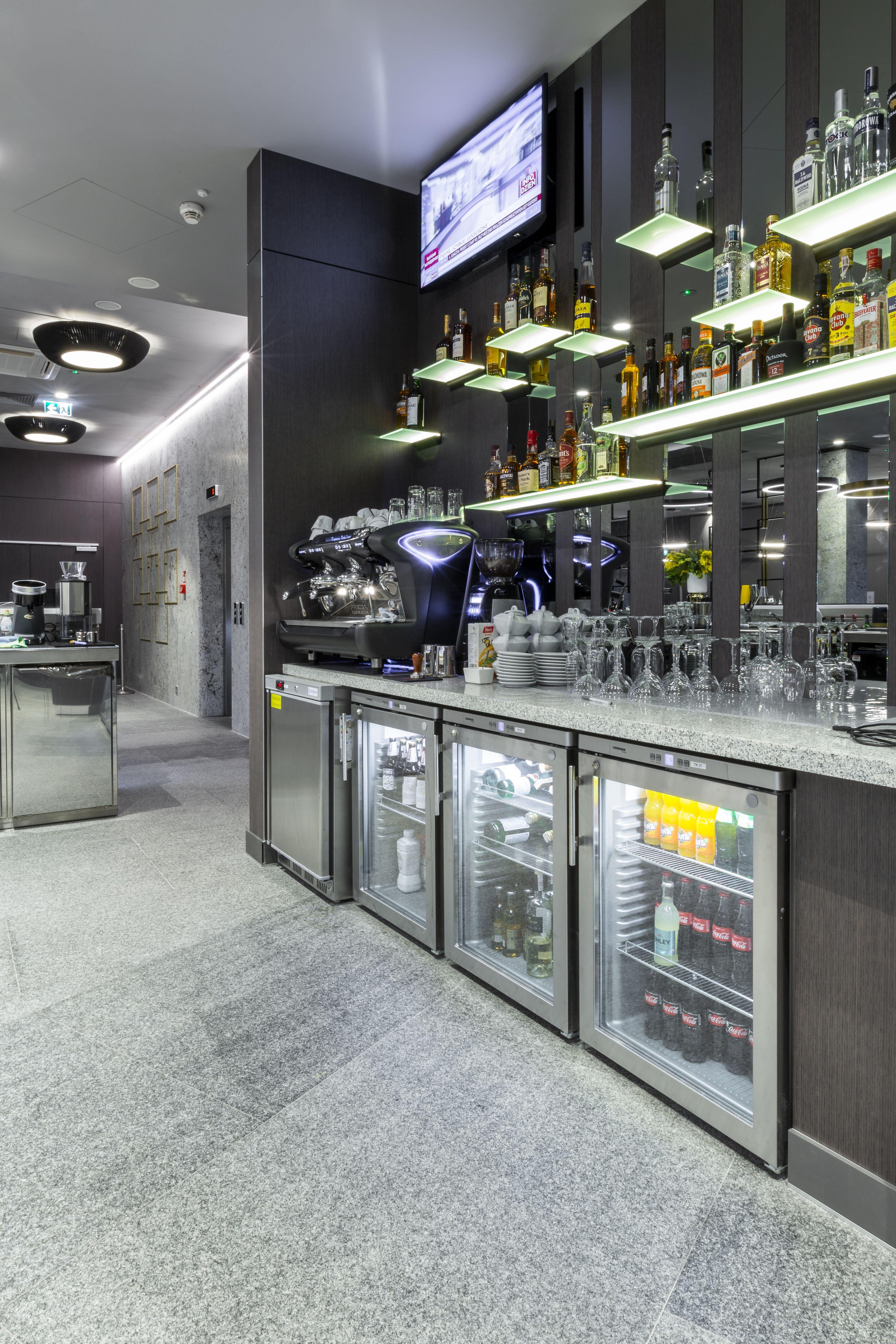 Bar Hotel Bar Bar Design Bar Furniture Pub Custom Made Furniture Hampton By Hilton Poznan Dobra Forma Polska Grupa Meblowa Home The Hamptons Home Decor