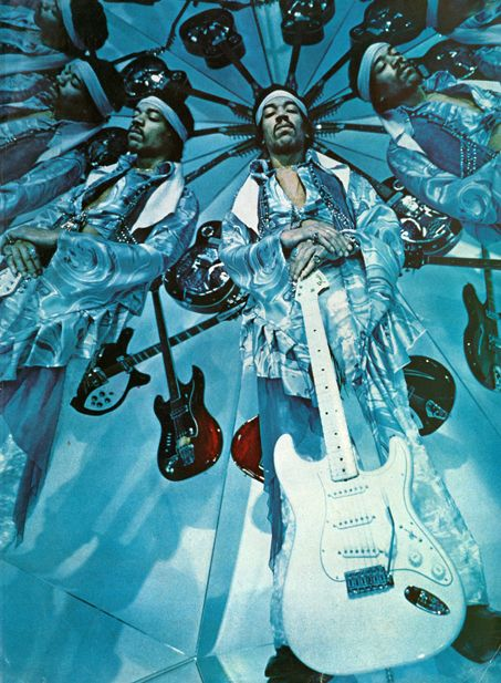 Jimi Hendrix in a room full of mirrors (source: Retronaut) | Jimi hendrix, Trance psicodélico, Arte pink floyd
