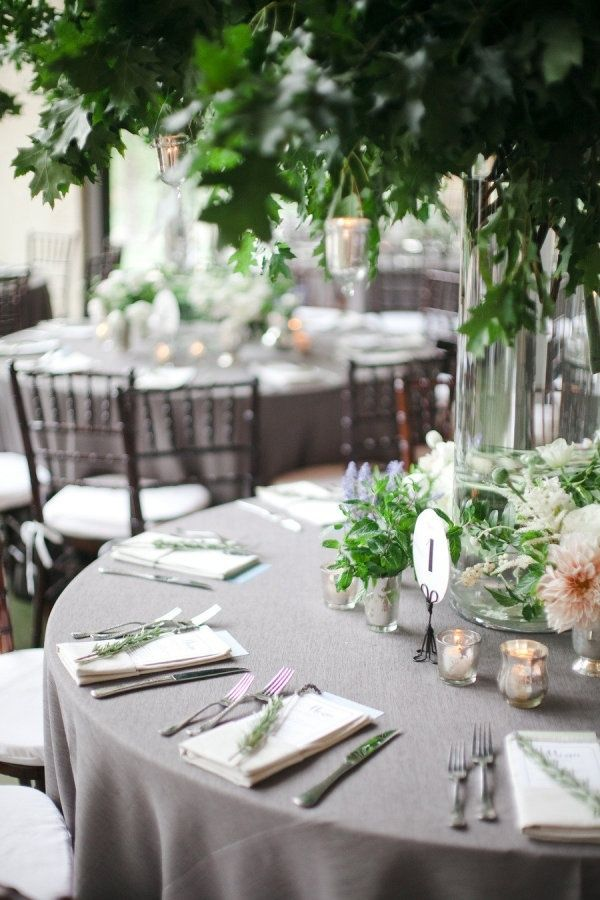 色別】結婚式のテーブルクロスと可愛いコーディネート