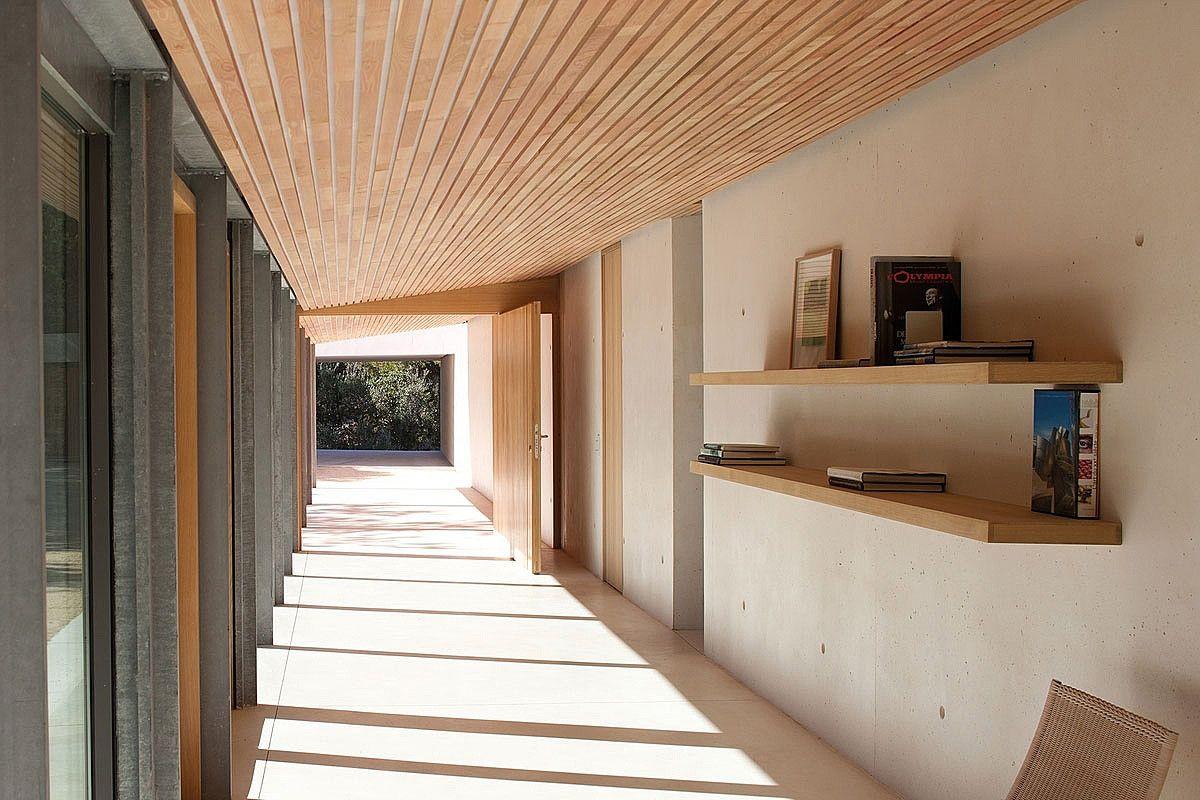 Soffitti In Legno Moderni : Travi in legno a vista per una casa con il soffitto che arreda