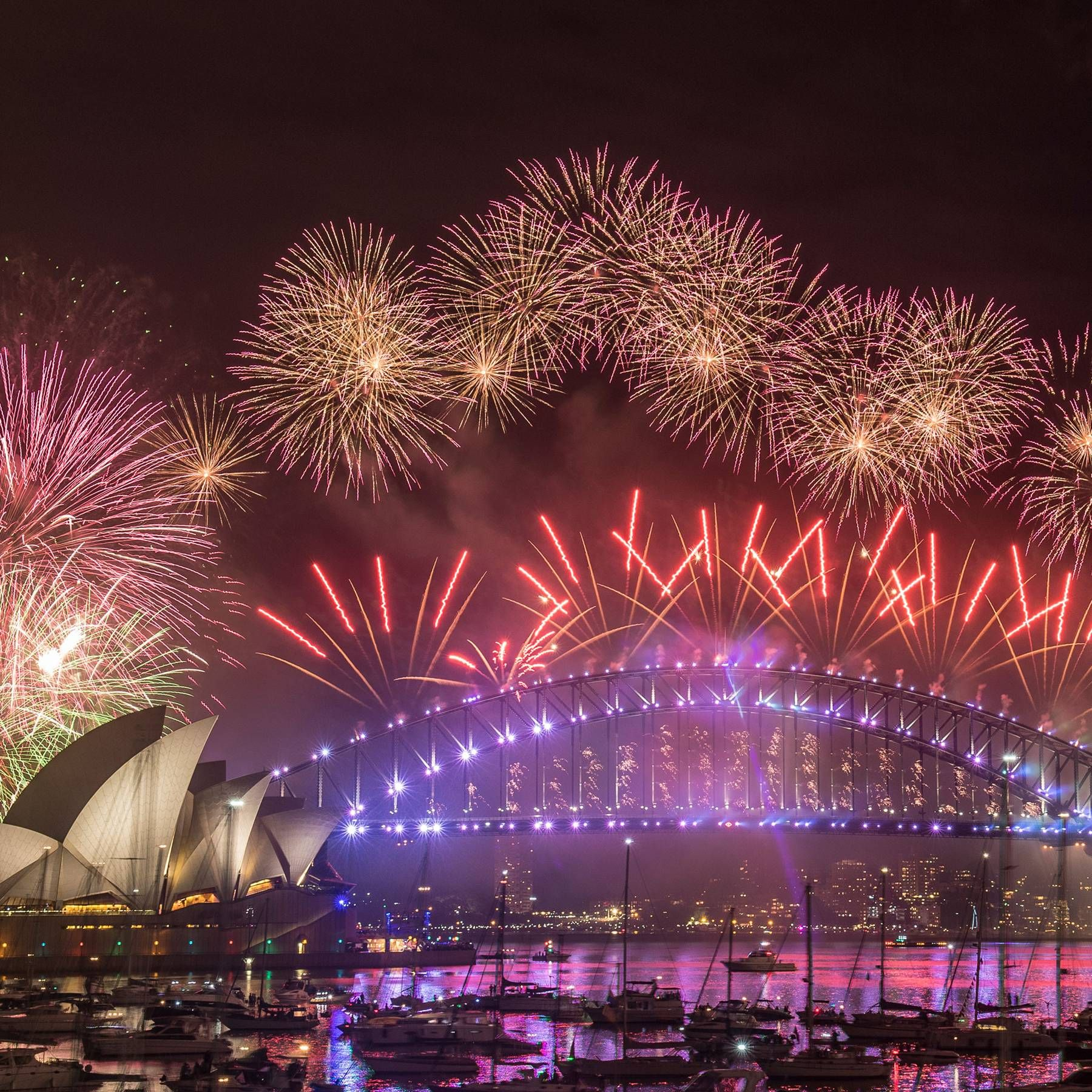 The Best New Year S Eve Holiday Destinations Around The World 2020 New Year S Eve Around The World New Year Fireworks Celebration Around The World