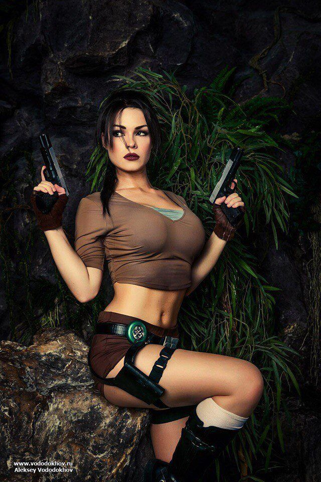 Sexy lara croft cosplay