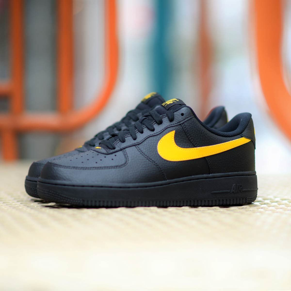 newest 0ad41 85b2a NIKE AIR FORCE 1 VLONE LOW BLACK YELLOW SWISH AA4083 002