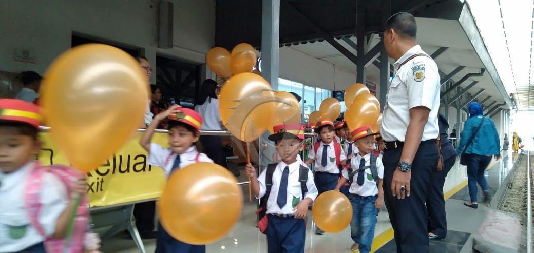 Hari Anak Nasional Puluhan Bocah Tk Di Jember Jadi Masinis Faktualnews Co Kegiatan Edukasi Anak Humas