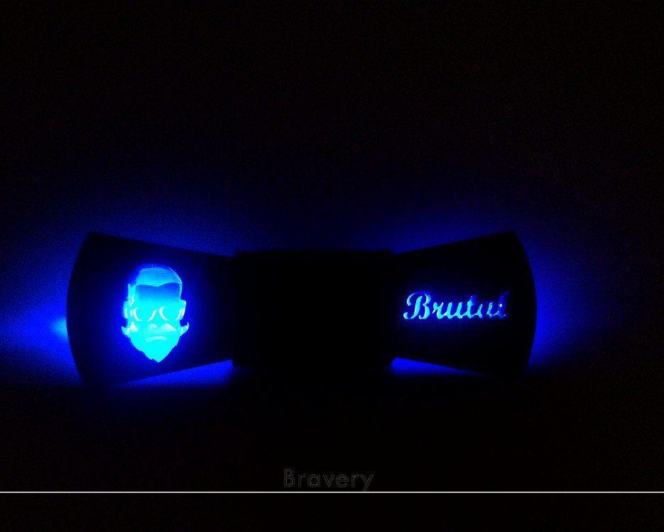 """Бабочка """"Brutal Black""""  Материал: Дерево, оргстекло, световые детали.  Съемный корпус для смены батарейки. Кнопка включающая и выключающая подсветку.  Цена: 1990 рублей"""