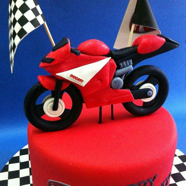 Fondant 3d Ducati Motorcycle Avec Images Gateau Moto Gateau